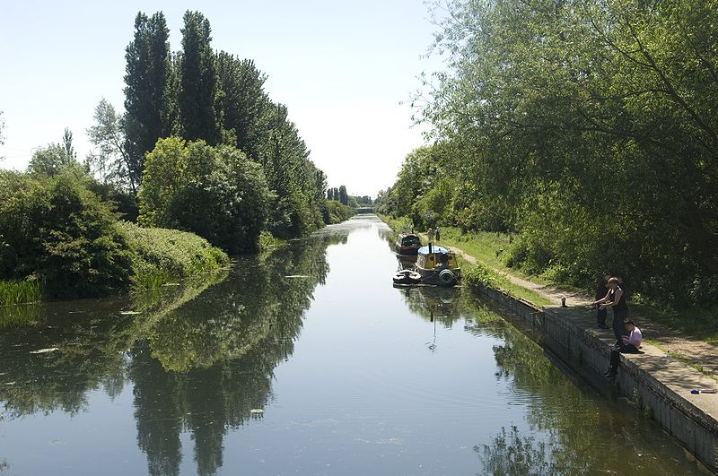Cycle safely across London on routes like this through the Lee Valley Country Park